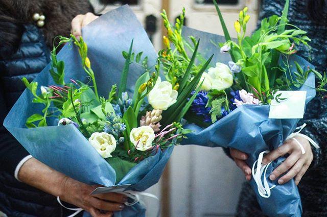 2/23(Sat.)「ヒヤシンスのブーケ」午前の部(2)..とても素敵な作品でしたのでちらりと。ご参加ありがとうございました。またお会い出来るのを愉しみにしております。..#flowerlesson #cerise #警固 #rossarossa #ヒヤシンス #bouquet #natural #ジャスミン