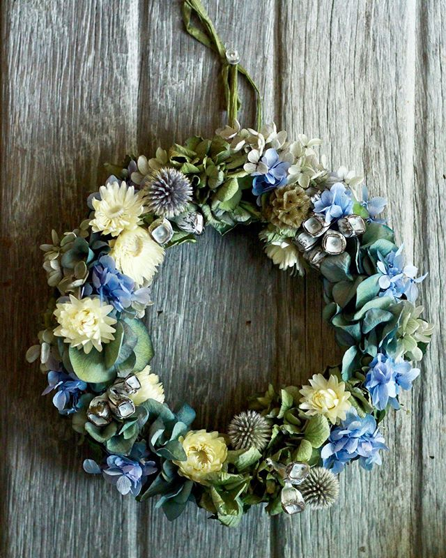 今日は久しぶりにドライもの制作しました。無心でモソモソと作れて愉しいですね。早く使いたい子が天井にわんさかいます。.#dryflower  #wreath #リース #紫陽花 #cerise #barrosarosa #警固