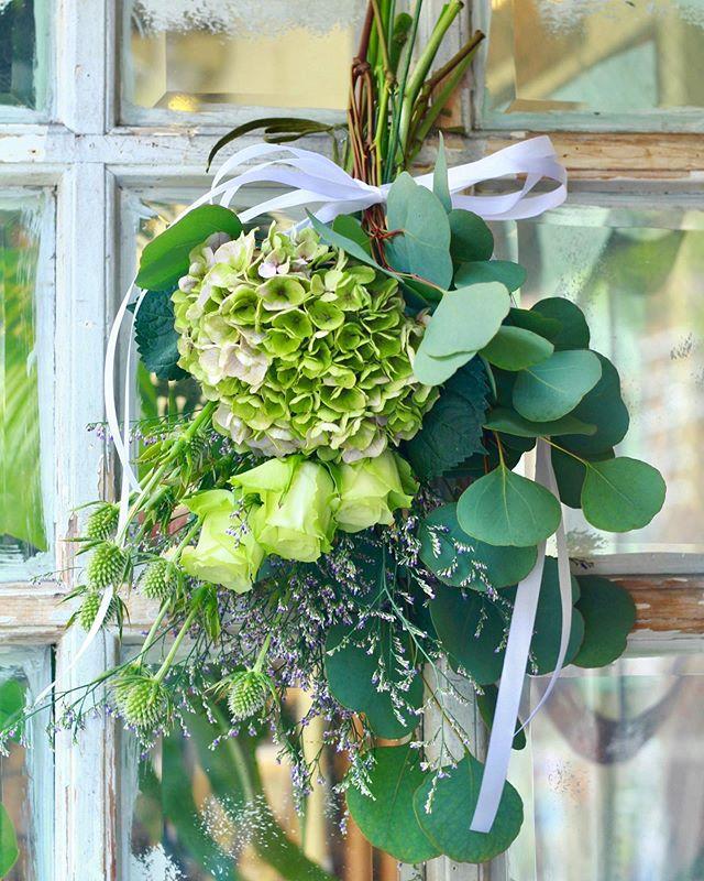 7.7(Sun.)「スワッグ」.プレゼント用のスワッグのレッスン。貴重なお休みにご参加くださいました。以前も通って下さっていたので、遠い記憶と仰いながらもサクサクと制作下さいました。誰かのためにお花を作るのも良いものですね。レッスンしながら、花屋業界に入りたての頃に作った拙い花束をまだドライフラワーにして残してるよ、という声を旧友たちから聞いたのを思い出していました。ぜひまた何か作りにいらしてくださいね。ありがとうございました!.#cerise #barrosarosa #警固 #スワッグ  #flowerlesson #natural