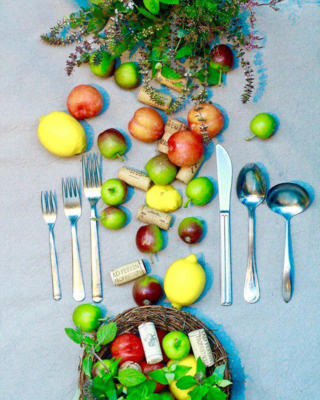 8月のレッスン「キッチン」..1 lesson ¥4,000-「檸檬の器と果実のリース詰め」「食べる前のブーケ」.8月はキッチンをテーマに果物やハーブを使ったレッスンをします。毎日誰かのために、自分のためにご飯を作るのもなかなか大変ですが、可愛い食器や果物が並んだりするだけでなんだか気持ちが違うような気がします。ご自宅でハーブを育ててらっしゃる生徒さんのお話から、摘み取ったハーブやお野菜、果物を食べる前に素敵に飾れたりしたらいいなあと思い考えてみました。リース詰めはレモンをくりぬいたり工作っぽい作業もあります。ブーケは、バジルの花などを束ねていただく予定です!ご興味わかれましたらお気軽にお問い合わせくださいませ。ご自宅の食器など持ち込まれても大丈夫ですよお待ちしておりますー!.8/1(Thu.)11:00-8.3(Sat.)14:00-.8.6(Tue.)11:00-8.8(Thu.)11:00-8/10(Sat.)14:00-8/13(Tue.)11:00-.8/15(Thu.)11:00-8/17(Sat.)14:00-8/20(Tue.)11:00-8.27(Tue.)11:00-.8.29(Thu.)11:00-8.31(Sat.)14:00-..#cerise #barrosarosa #警固 #フラワーレッスン #果物 #ハーブ