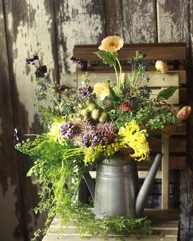 アートフラワーのアレンジメント。ようやく冬が訪れたかのような寒さですが、花屋は春真っ盛りです。..#cerise #barrosarosa #警固 #flowerarrangement #springflowers #artflower