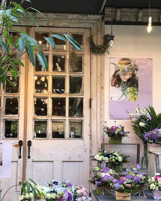 店休日のお知らせ3月15日(日)、20日(祝金)は店休日を頂きます。お花の受け渡しなどはご相談下さいませ。(バルロッサロッサは営業しております。)